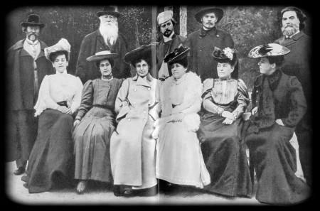 В Пенатах. Стоят: И. К. Репин. В. В. Стасов. Л. Н. Андреев. А. М. Горький. И. Р. Тарханов. М. Ф. Андреева среди женщин (третья слева). 1905 г.