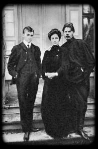 А. М. Горький, М. Ф. Андреева и ее сын Ю. А. Желябужский. 1905 г.
