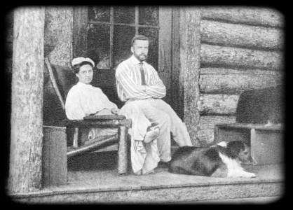 М. Ф. Андреева и Н. Е. Буренин на крыльце дома Джона и Престонии Мартин. Америка. 1906 г.