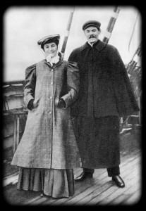 М. Ф. Андреева и А. М. Горький на палубе парохода по пути в Америку.1906 г.